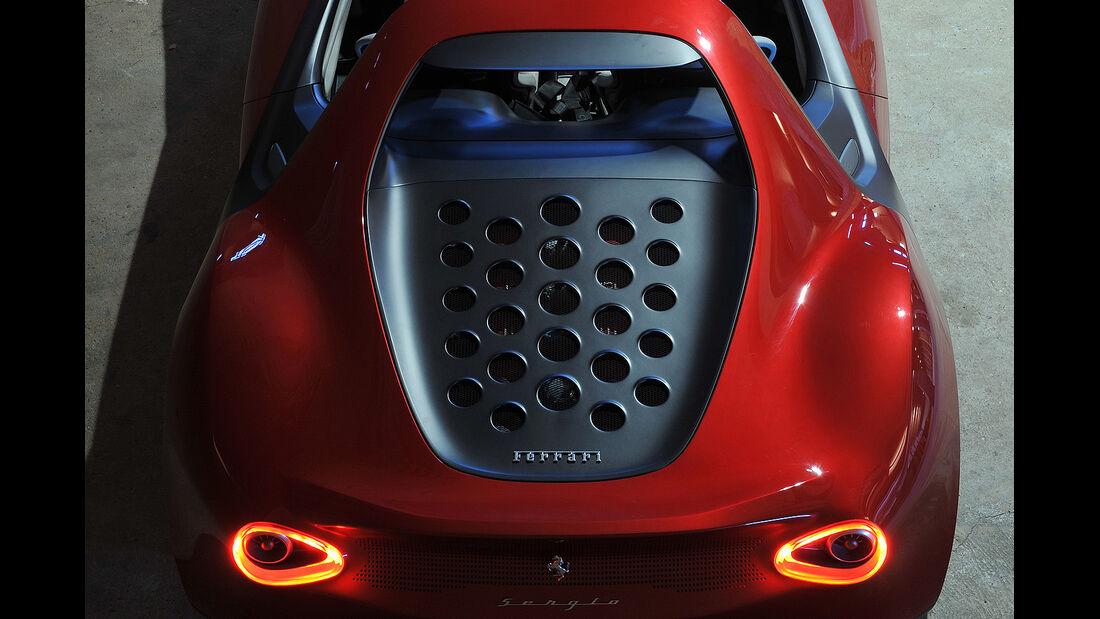 Pininfarina Sergio Concept, Motorabdeckung