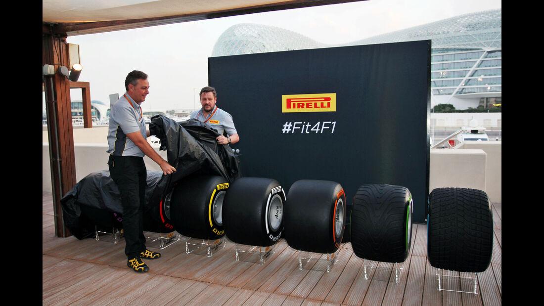 Pirelli - Reifen 2017 - Abu Dhabi - Paul Hembery - Mario Isola