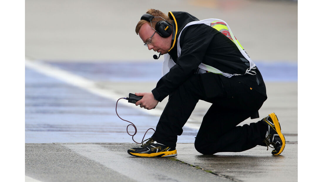 Pirelli-Techniker - Formel 1 - GP China - Shanghai - 19. April 2014