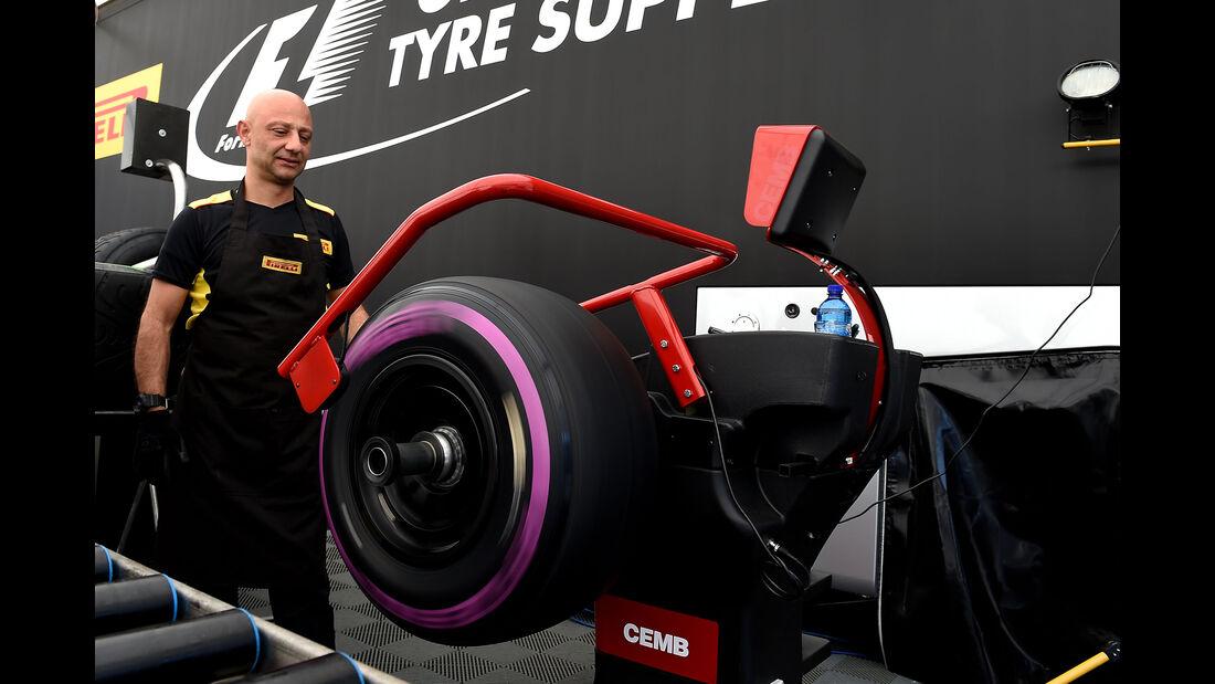 Pirelli Ultra-Soft - Barcelona - F1-Test - 2016