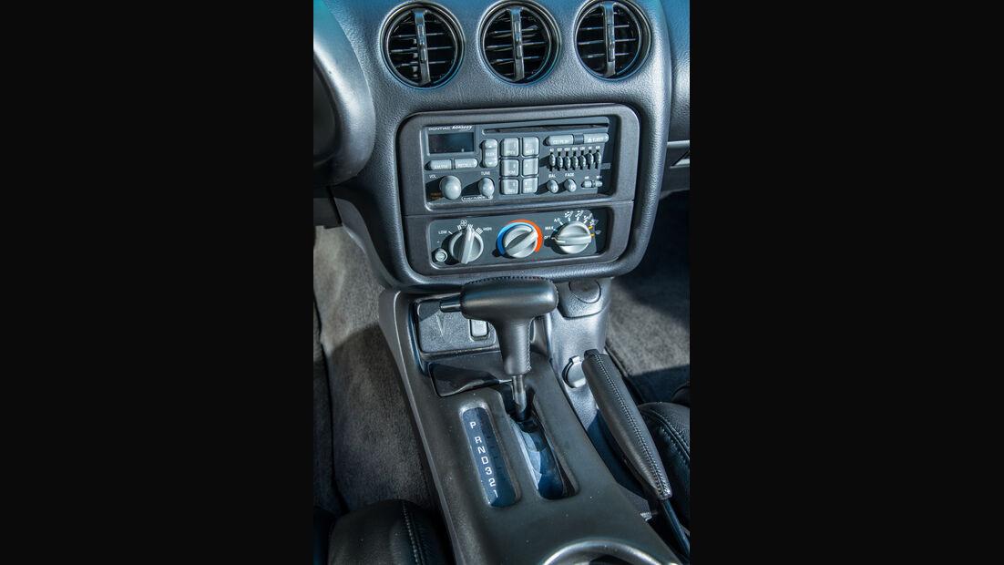 Pontiac Firebird Trans Am (2002), Mittelkonsole