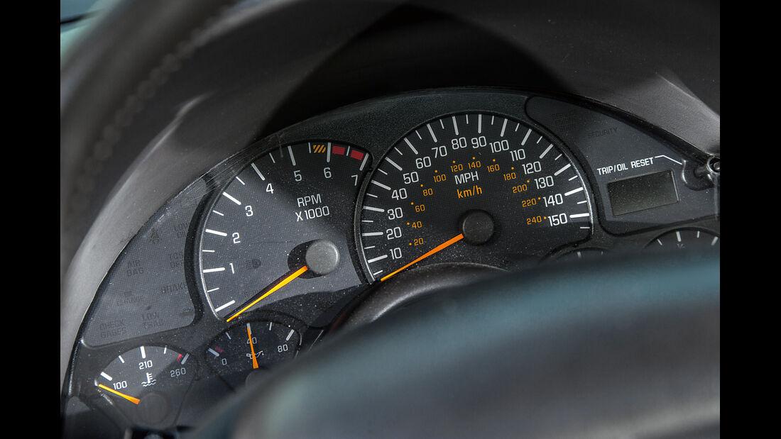 Pontiac Firebird Trans Am (2002), Rundinstrumente