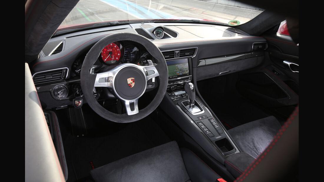 Porsche 911 Carerra GTS, Cockpit