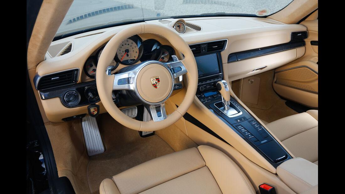Porsche 911 Carrera 4, Cockpit