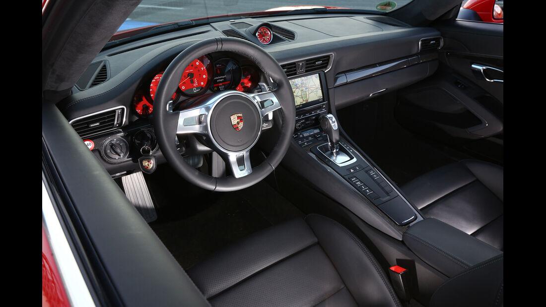 Porsche 911 Carrera 4S, Lenkrad, Cockpit