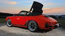 Porsche 911 Carrera Cabrio, Heckansicht, Verdeck öffnet