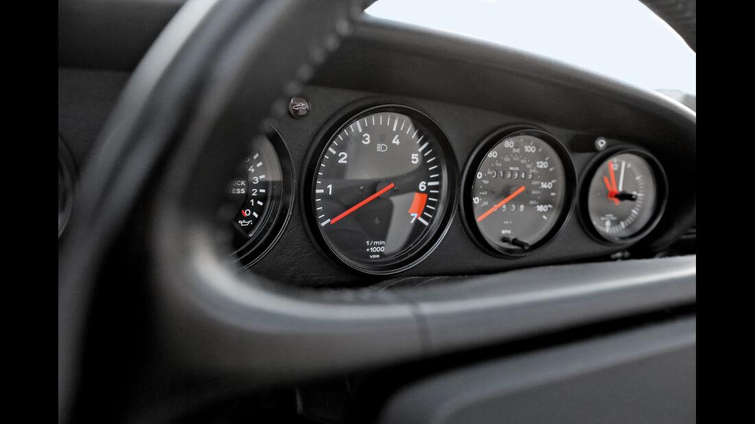 Porsche 911 Carrera Cabrio, Rundinstrumente
