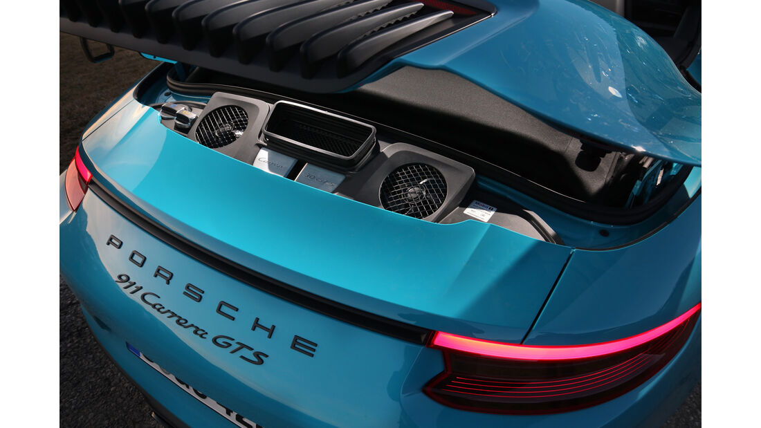 Porsche 911 Carrera GTS Cabrio, Cockpit