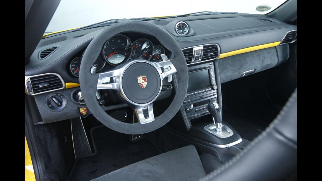 Porsche 911 Carrera GTS Cockpit