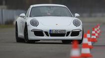 Porsche 911 Carrera GTS, Frontansicht, Slalom