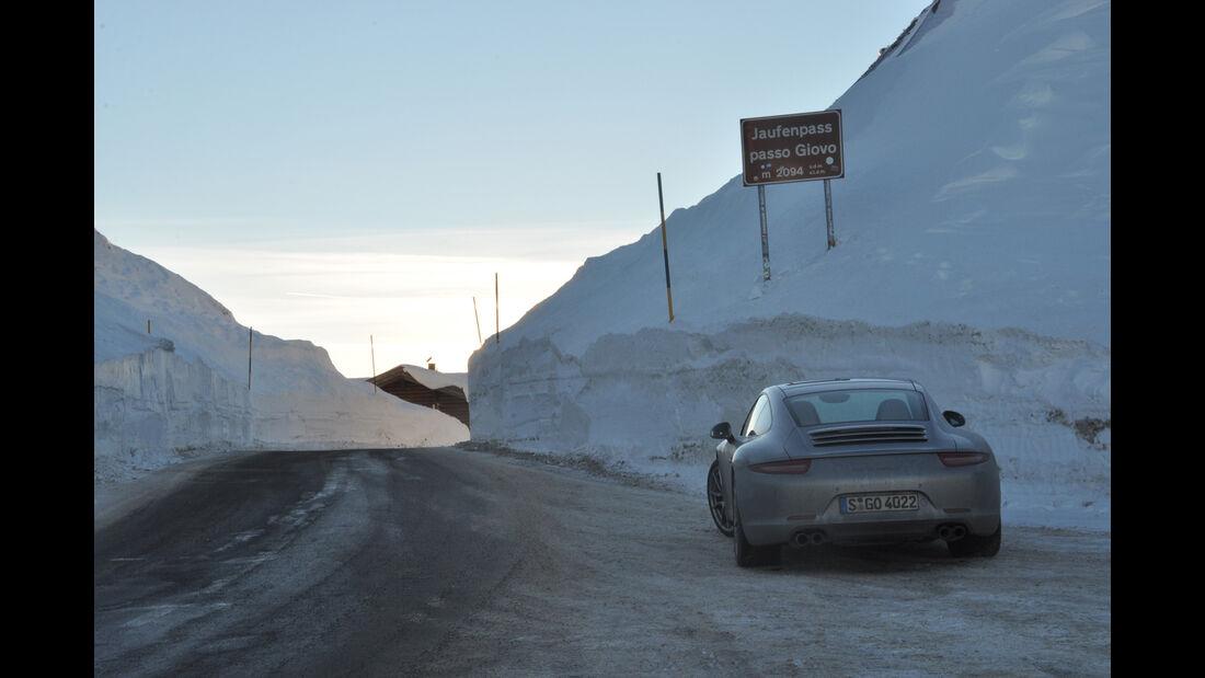 Porsche 911 Carrera S, Heckansicht, Winterfahrt