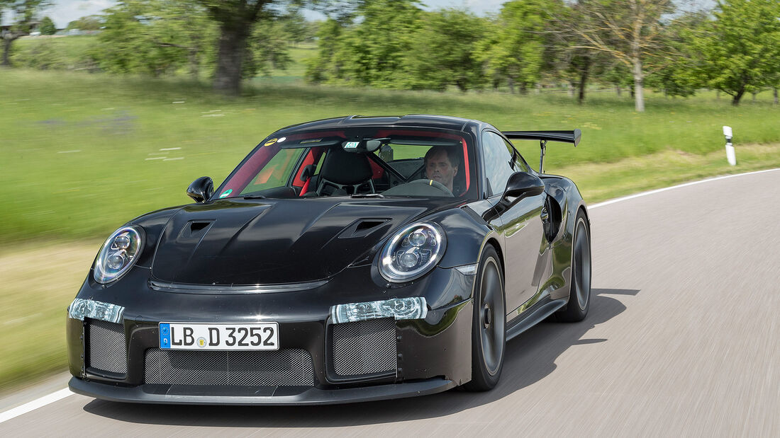 Porsche 911 GT2 RS 991 (2)