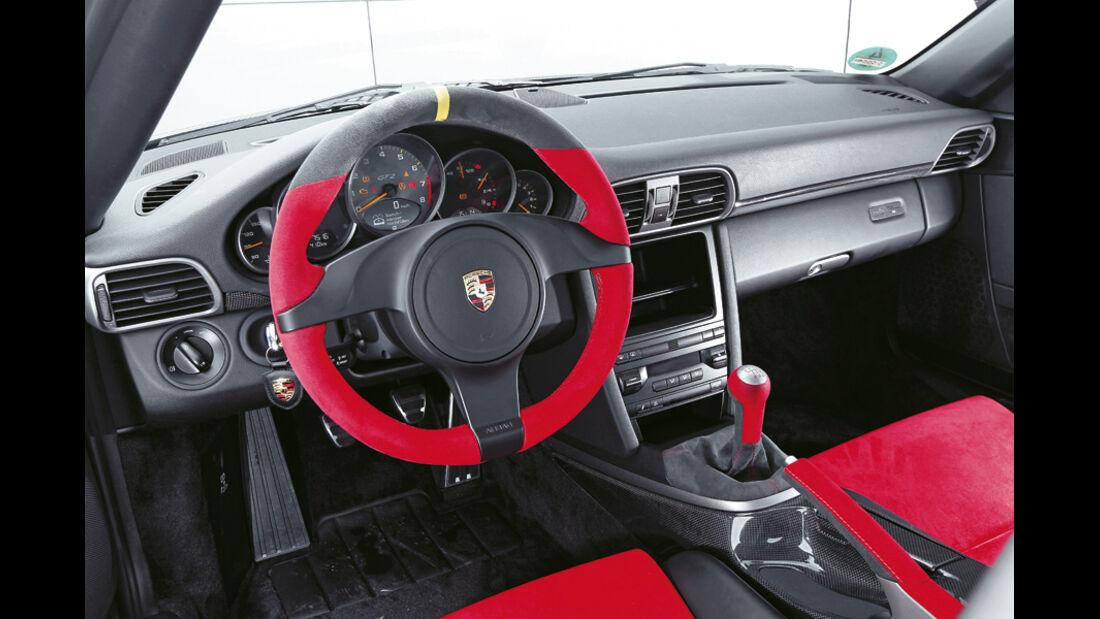 Porsche 911 GT2 RS, Cockpit