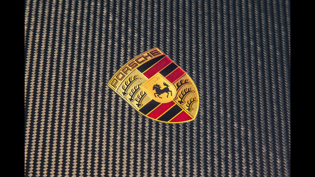 Porsche 911 GT2 RS, Emblem
