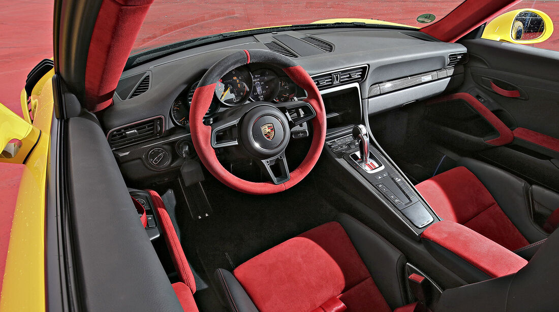 Porsche 911 GT2 RS, Interieur
