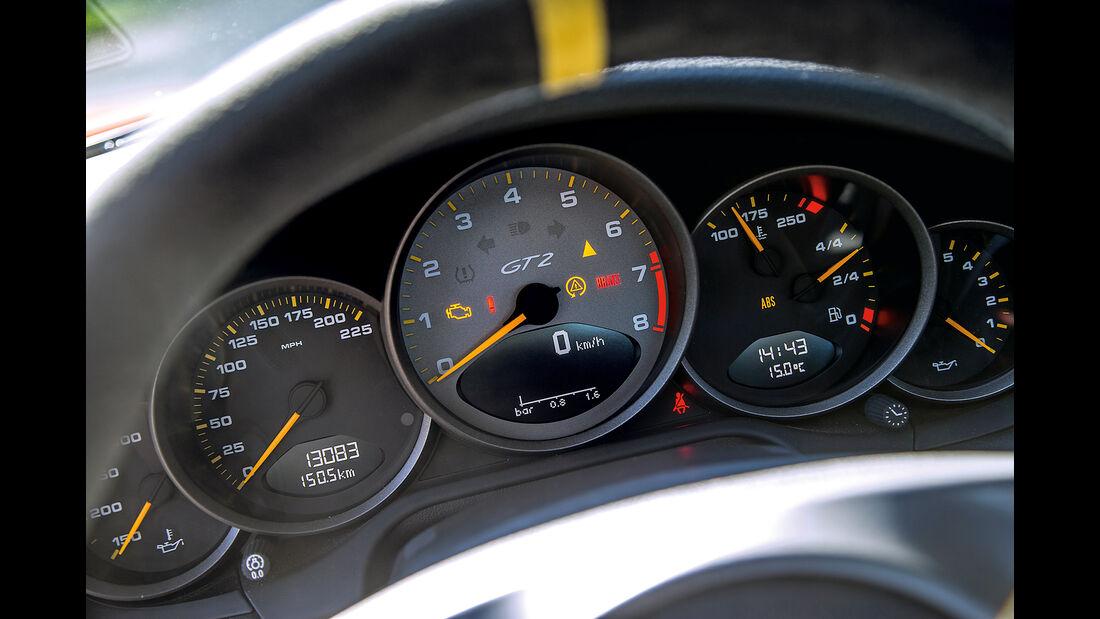 Porsche 911 GT2 RS, Rundinstrumente