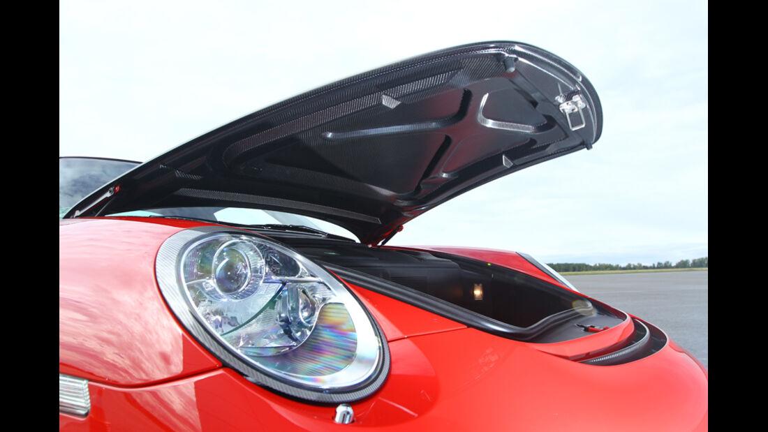 Porsche 911 GT2 RS, geöffnete Motorhaube