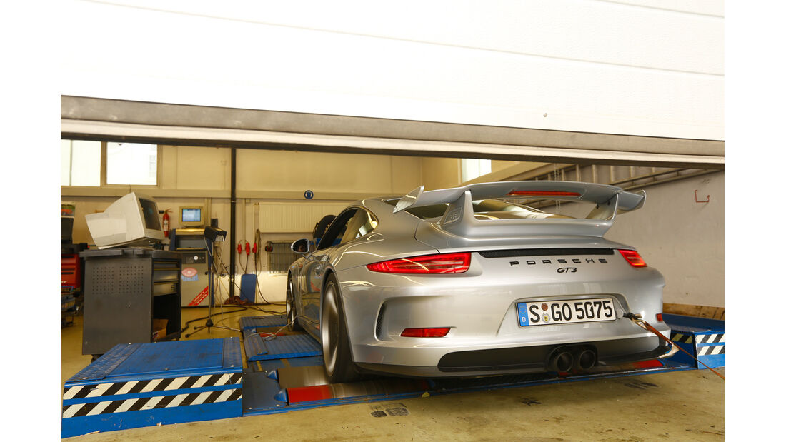 Porsche 911 GT3, Heckansicht, Werstatt