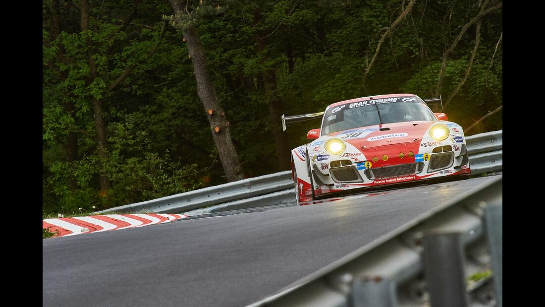 Porsche 911 GT3 R - Startnummer: #30 - 24h-Nürburgring 2015 - Donnerstag