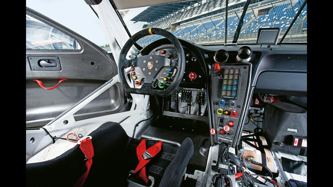 Porsche 911 RSR, Cockpit
