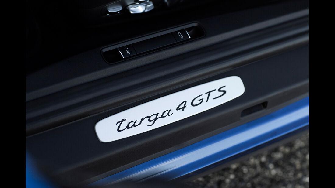 Porsche 911 Targa 4 GTS, Fußleiste