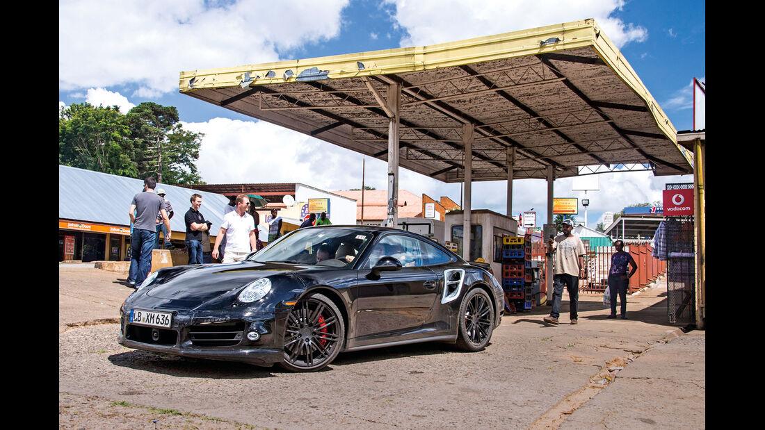 Porsche 911 Turbo, Frontansicht, Tankstelle