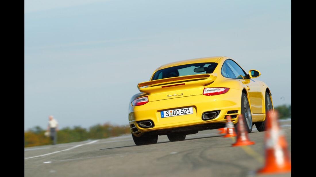 Porsche 911 Turbo, Heck, Slalom