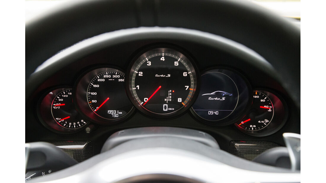 Porsche 911 Turbo S, Anzeigeinstrumente