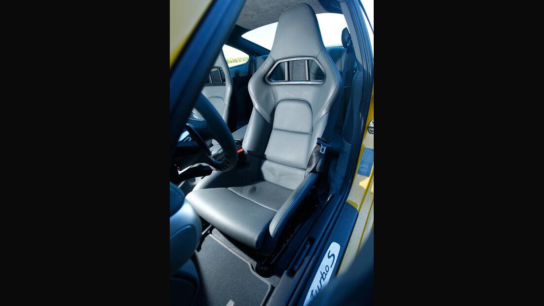 Porsche 911 Turbo S, Fahrersitz