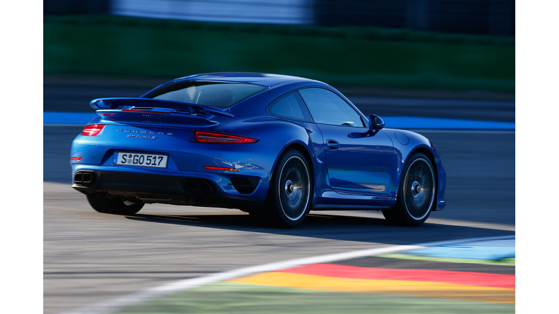 Porsche 911 Turbo S, Heckansicht, Kurvenfahrt