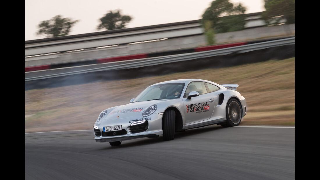 Porsche 911 Turbo, Seitenansicht, Driften