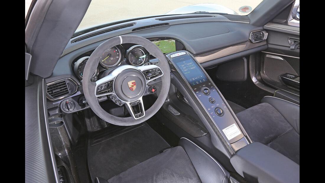 Porsche 918 Spyder, Cockpit