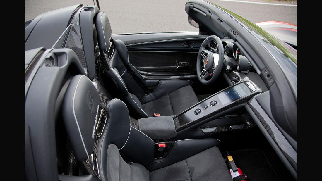 Porsche 918 Spyder, Cockpit, Sitze