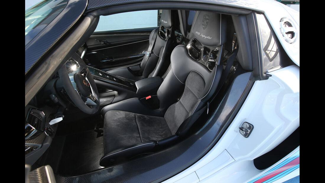 Porsche 918 Spyder, Fahrersitz