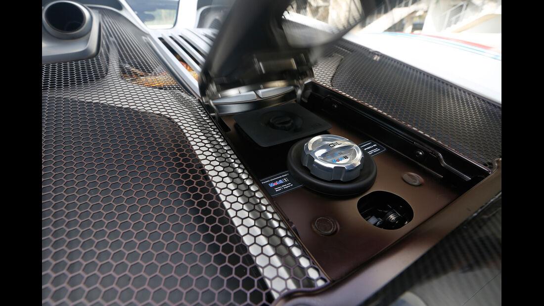 Porsche 918 Spyder, Mittelkonsole