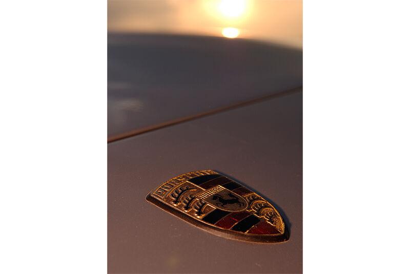 Porsche 944 - Emblem