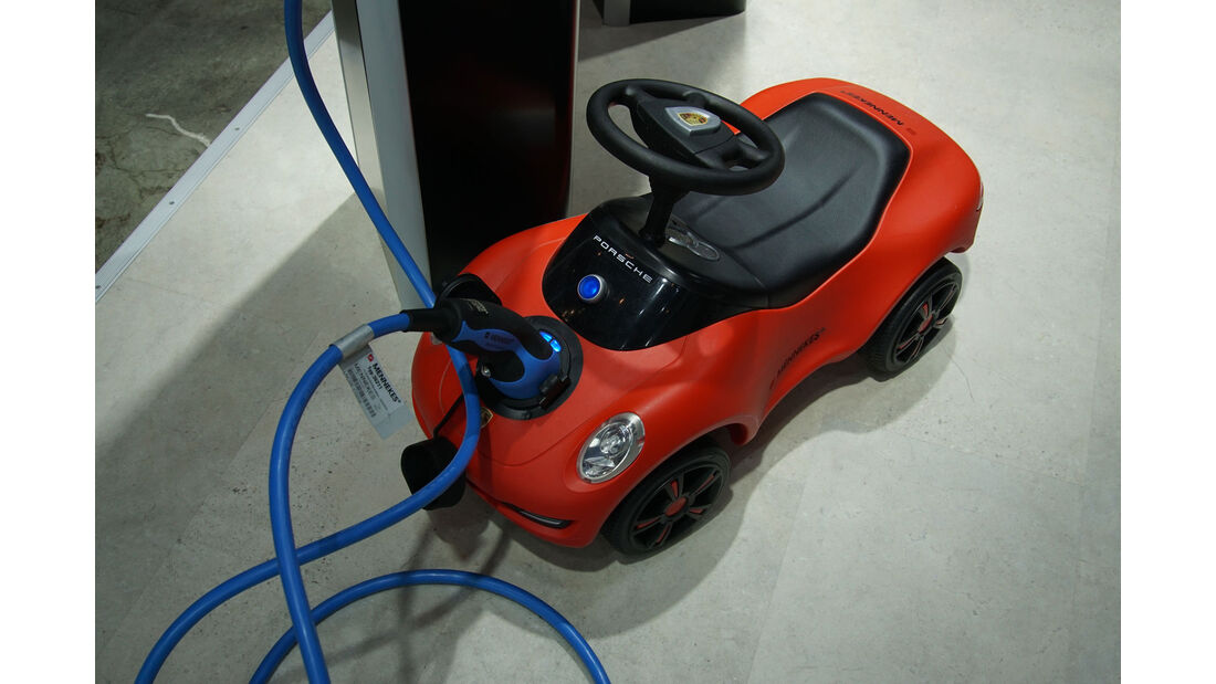 Porsche - Bobby Car - Mennekes - Electric Vehicle Symposium 2017 - Stuttgart - Messe - EVS30