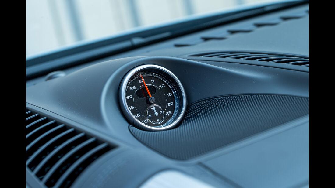 Porsche Cayenne S Diesel, Uhr