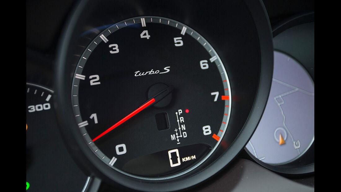 Porsche Cayenne Turbo S 2015, Cockpit, Drezahlmesser