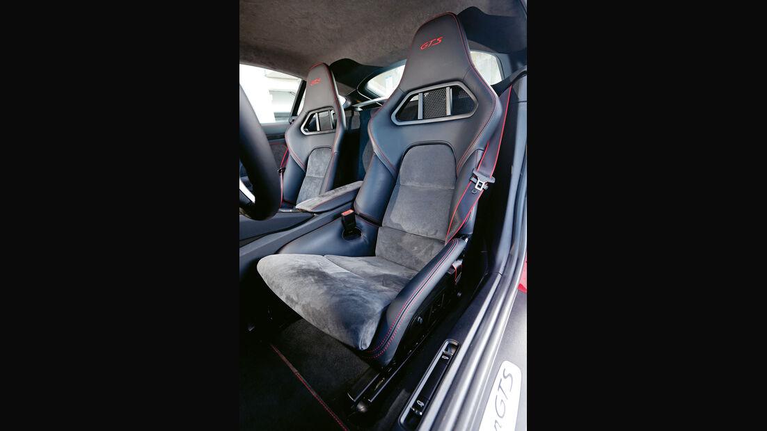 Porsche Cayman GTS, Fahrersitz