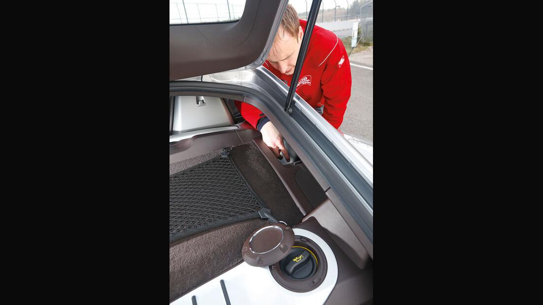 Porsche Cayman S, Flüssigkeitsservice