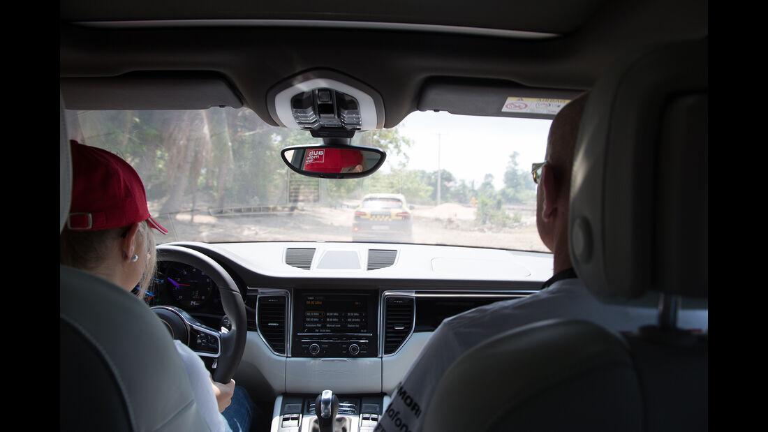 Porsche Macan Cockpit Von Hinten