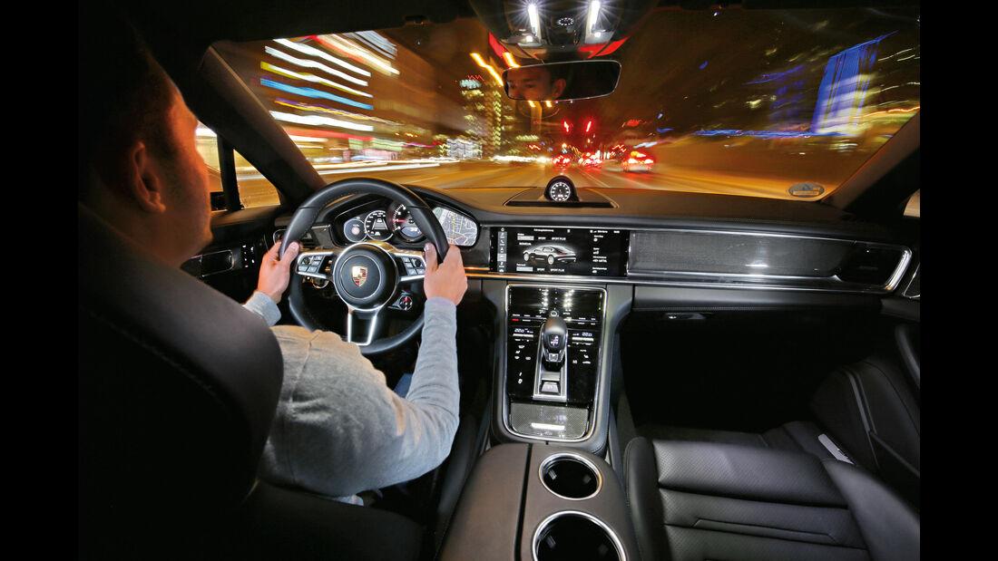 Porsche Panamera 4S, Cockpit, Fahrersicht