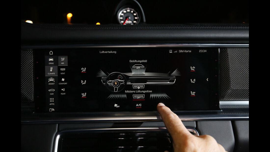 Porsche Panamera 4S, Infotainment