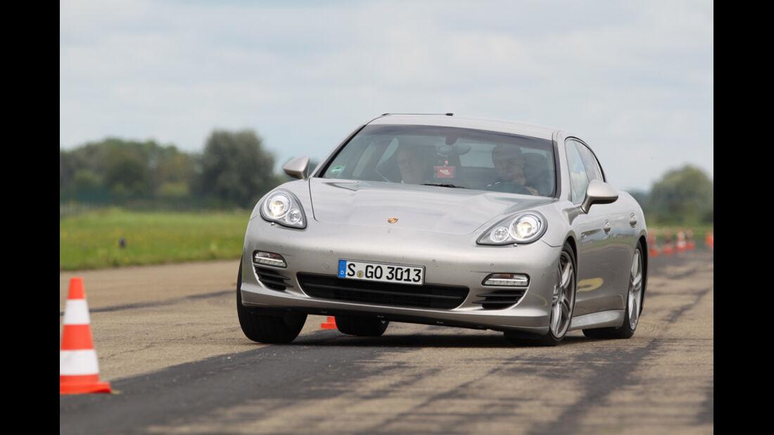 Porsche Panamera Diesel, Front, Slalom