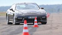 Porsche Panamera, Frontansicht, Slalom