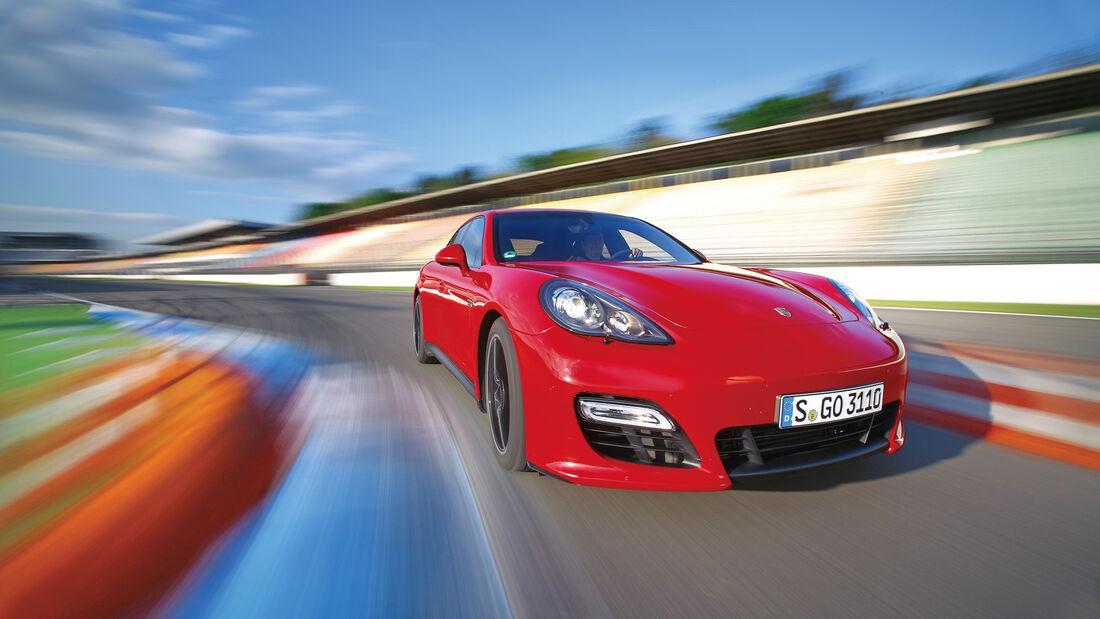 Porsche Panamera GTS, Frontansicht, Kurvenfahrt