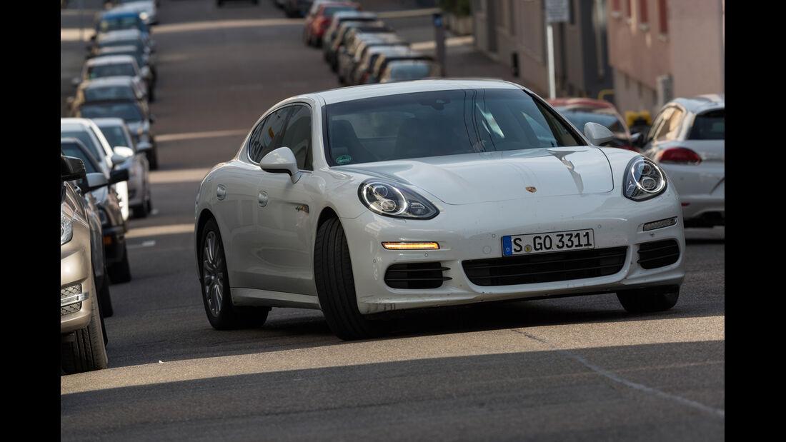 Porsche Panamera S E-Hybrid, Frontansicht, Einparken