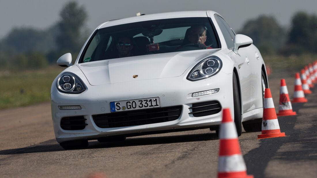Porsche Panamera S E-Hybrid, Frontansicht, Slalom