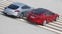 Porsche Panamera S E-Hybrid, Tesla Model S, Heckansicht